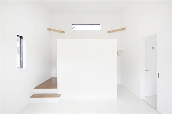 主寝室パーテーション壁1